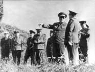 Маршал П. Батицкий инспектирует войска